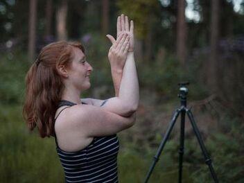 拍照的時候,做這些簡單運動來緩解疲勞吧!