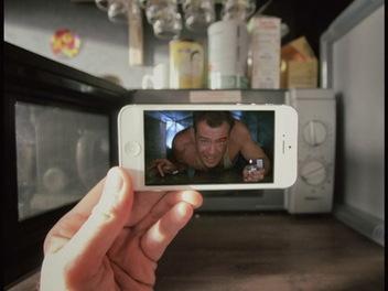 用 iPhone 玩 錯位攝影 ,法國攝影師以 電影 、卡通角色玩出「笑」果
