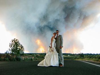 令人震撼的 婚紗 攝影作品,背景居然發生森林火災