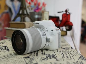 Canon白色時尚來襲! 單眼相機純白風 獨領風騷 EOS 100D純白輕量新生活 美型登場 兩萬有找!