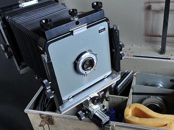風景攝影大師 安瑟亞當斯 愛用相機,拍賣價上看新台幣900萬元