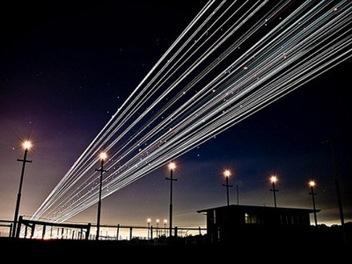夜曝 攝影 另一選擇! 長曝 飛機 光軌,繪出通往銀河軌道