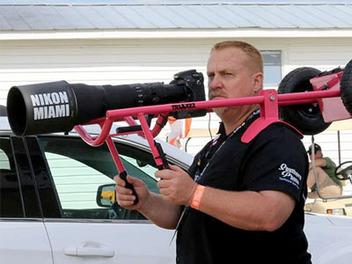 大砲這樣帶才方便?超強DIY肩上型腳架,打鳥拍飛機更輕鬆?