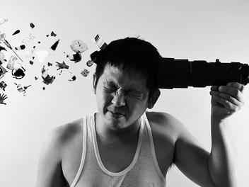 「午休限定」攝影師紀倫棋:黑白自拍的沉默表達