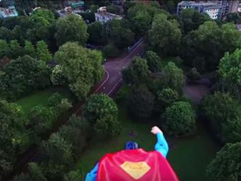 這樣空拍更有梗!用超人的視角鳥瞰城市