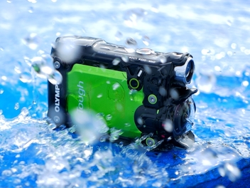 Olympus 運動攝影機 TG-Tracker 上市!首度搭載翻轉螢幕、4K 錄影與四防性能
