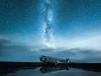 浩瀚星空之美只有讚嘆能以形容,彷彿身處在科幻世界裡