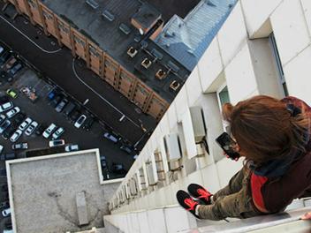 看得心驚驚...攝影師Angela Nikolau的極限高空自拍照