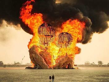 現實版「瘋狂麥斯」,超現實主義的火人節
