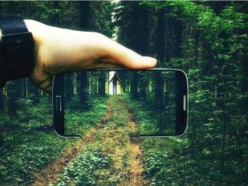 手機畫面和眼前的景色合而為一,Through The Phone 再進化!