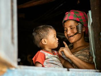 緬甸欽族部落之旅 – 用影像記錄即將消失的臉部刺青文化