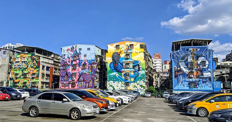 攝影新景點 - 板橋重慶彩繪牆,各位都去打卡過了!?